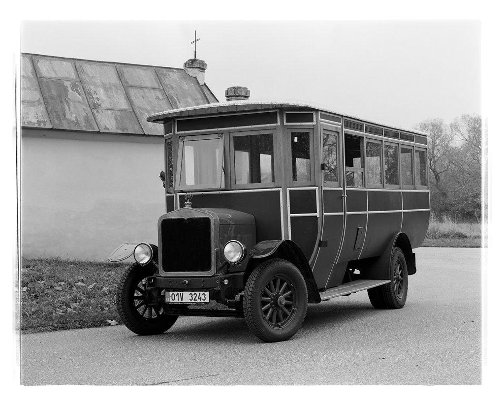 Praga-postal-bus-02.jpg