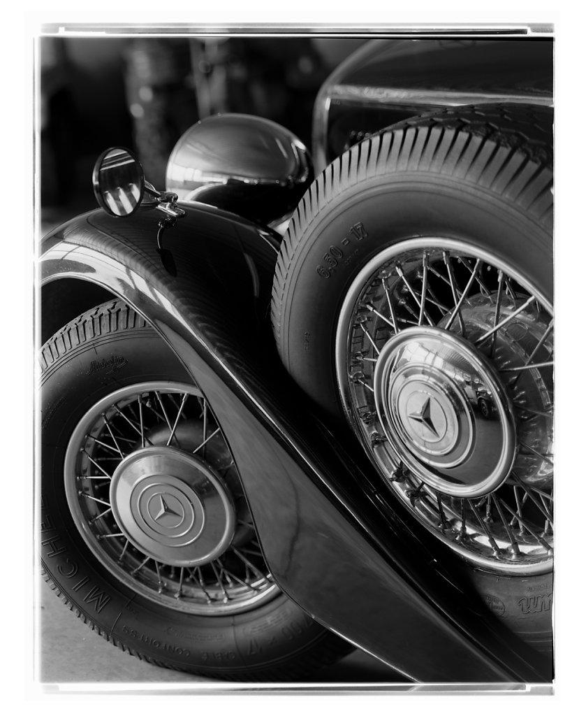 Mercedes-Benz-320-01.jpg