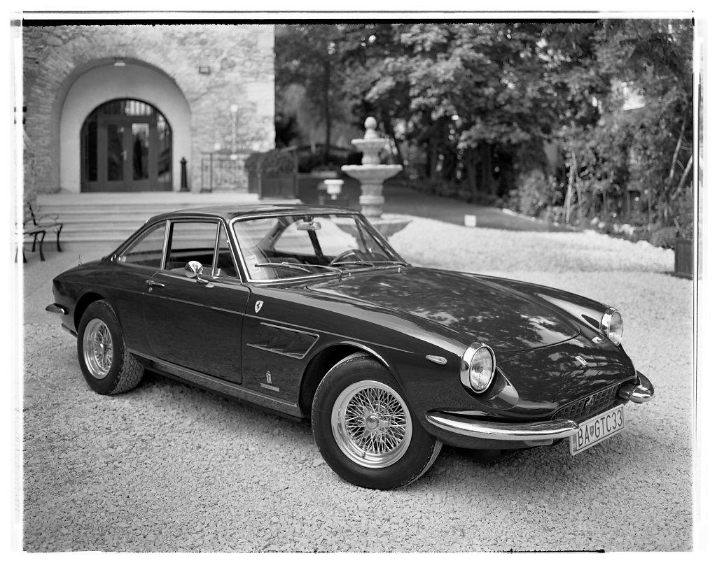 Ferrari-330GTC-Coupe-03.jpg