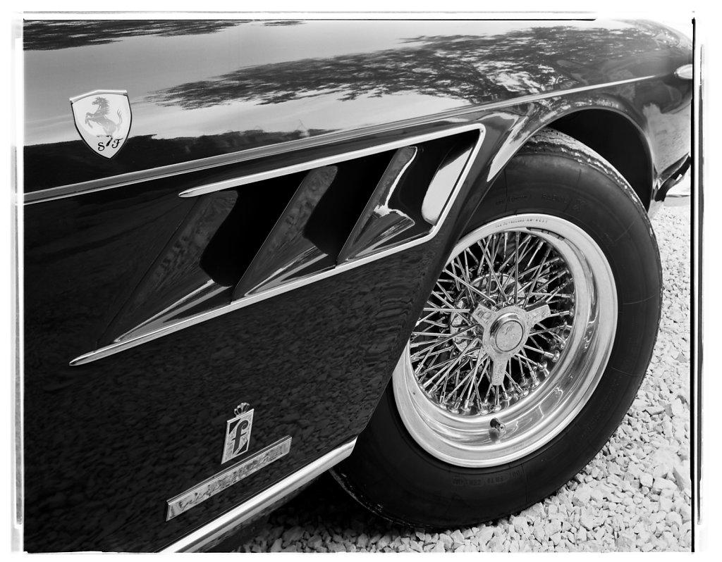 Ferrari-330GTC-Coupe-01.jpg